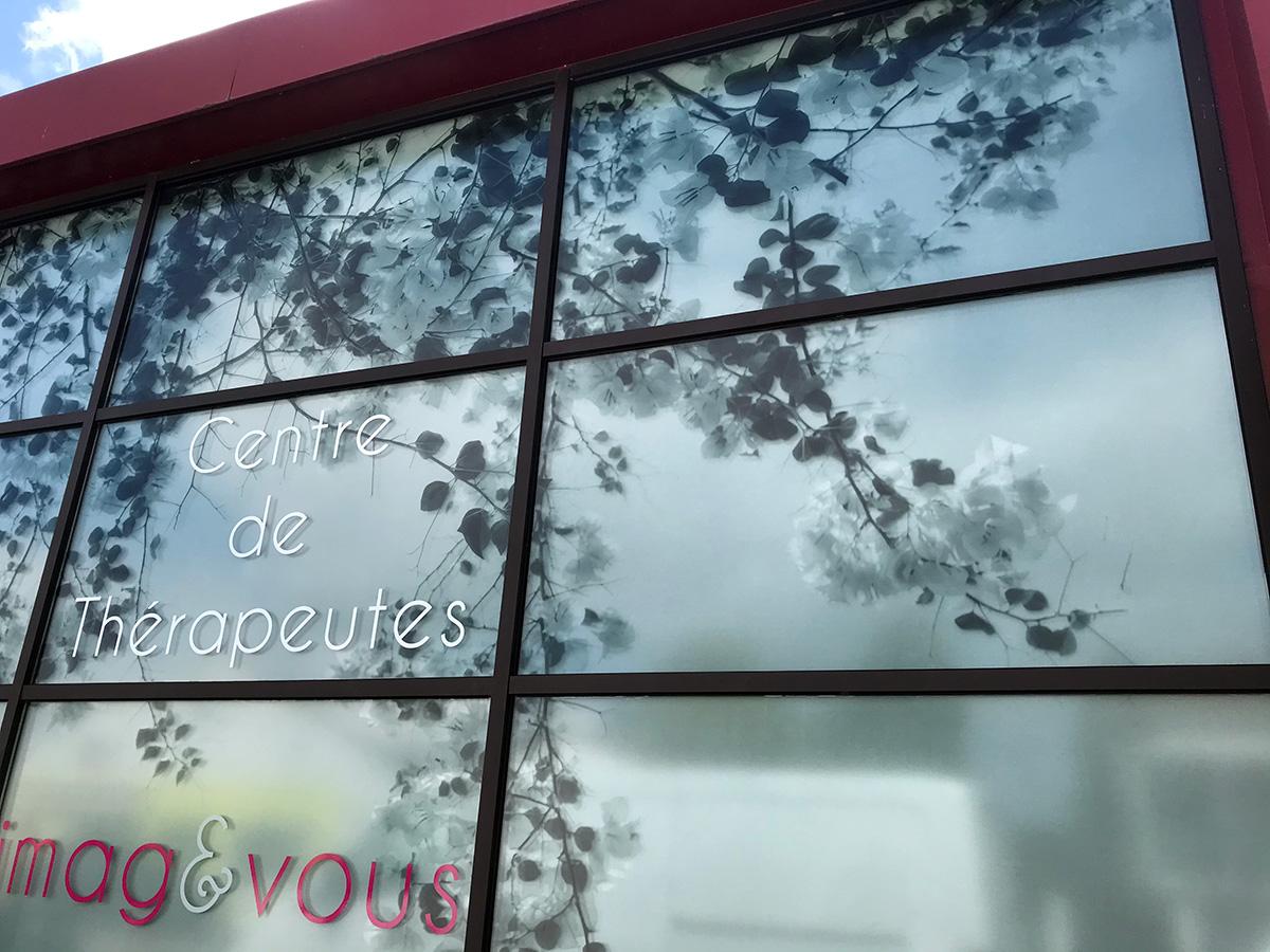 Habillage de la façade vitrée du Centre de Thérapeutes Imagetvous Acte Deco